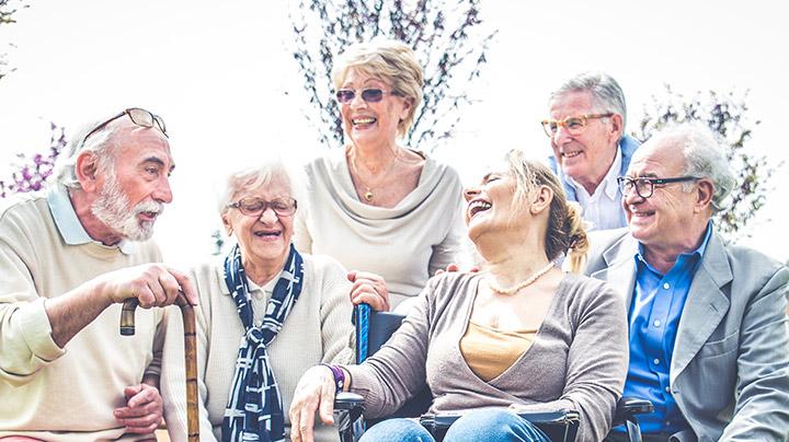 Seniorengruppe im Park