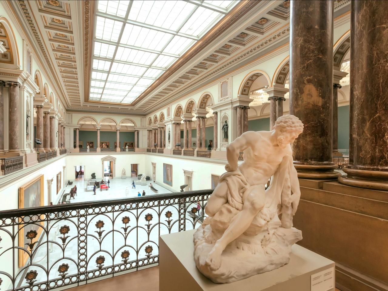 Das Foto zeigt eine Skulptur in den Royal Museums of Fine Arts in Belgien.